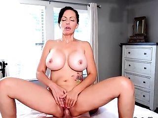 Catalina Cruz - Saucy Housewife Catalina Cruz Bounces Butt-banging Chisel