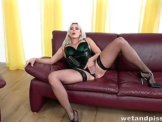 Light-haired Seductress Brittany Bardot Is Pissing During Getting Off