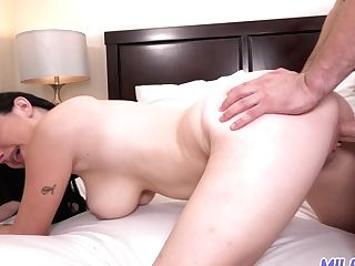 Sexy Woman With Hypnotizing Cleavage Allesandra Snow Gets Her Labia Fucked